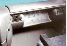 Перед сиденьем сменщика — специальная подставка для ног